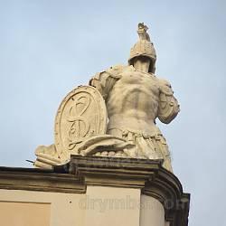 Скульптура на куті палацу Любомирських