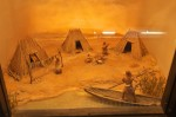 Дніпропетровський історичний музей. Макет стоянки древніх людей