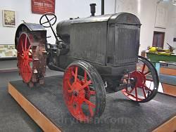 Дніпропетровський історичний музей. Трактор