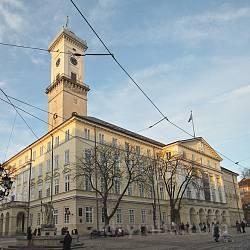 Львовская ратуша. Вид от каменицы Шольц-Вольфовичей