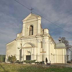Фасад костелу Всіх Святих