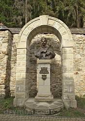 Монумент Івану Виговському у Манявському скиті