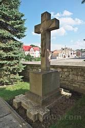 Крест возле храма