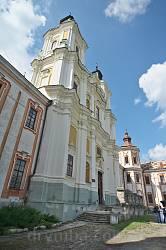 Фасад костелу Єзуїтів