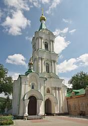 Надбрамна дзвіниця Богоявленського монастиря. Вид з двору