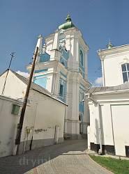 Колокольня Свято-Николаевского монастыря. Вид со двора