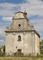 Фасад костелу Пресвятої Трійці у Любомлі
