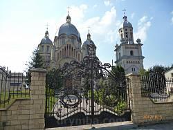 Церква св. Михаїла у Товстому