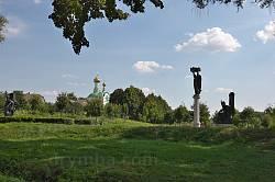 У парку. На дальньому плані - Василівська церква