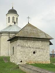 Василівська каплиця у Крилосі. Вівтарний фасад
