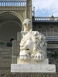 Скульптури левів