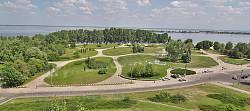 "Черкассы. Парк ""Долина Роз"" на берегу Днепра"