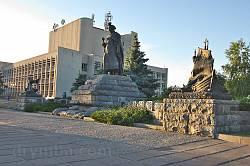 Черкаси. Пам'ятник Богдану Хмельницькому. Права скульптурна група