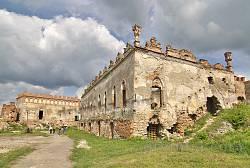 Меджибізький замок. Руїни палацу Сенявських