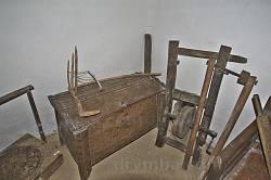 Вироби та інструменти із дерева