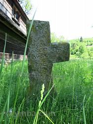 Старинный крест возле храма