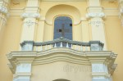 Балкон над порталом костела