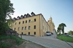 Більшівці. Келії монастиря кармелітів