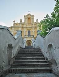 Лестница к костелу кармелитов
