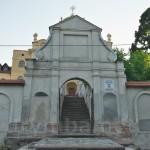 Головна брама монастиря кармелітів у Більшівцях