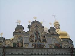 Отделка фронтона собора