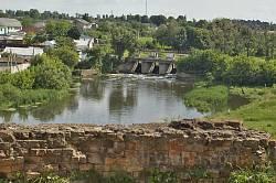 Меджибізький замок. Вид на ріку Південний Буг та греблю