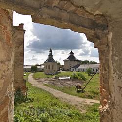 Меджибізький замок. Вид з донжона на внутрішнє подвіря