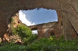 Руїни палацу Сенявських у Меджибізькому замку