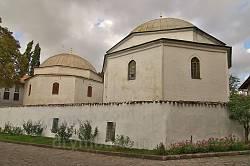 Мавзолеї (Дюрбе) Кримських ханів на цвинтарі