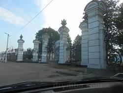 Въездные ворота и ограда (усадьба Потоцких, п.г.т. Антонины, Хмельницкая обл.)