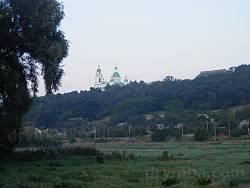Так виглядає монастир з боку річки Сула.