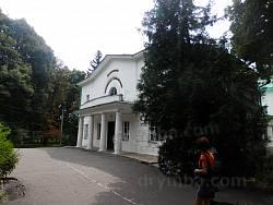 Нынешний центральный вход в дворец Галаганов