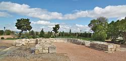 Фундаменти храму X-XI ст. біля Володимирського собору (N31 на плані)