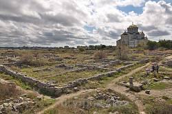 Володимирський собор на тлі північно-східного району