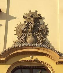 Собор Пресвятої Діви Марії в Івано-Франківську. Рельєф над входом