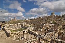 Вид на Володимирський собор і сиґнальний дзвін із півдня