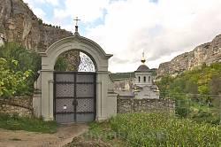 Монастирська брама