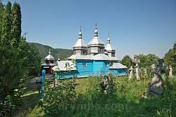 Вид на храм з боку цвинтаря