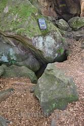 Вход в пещеру Олексы Довбуша неподалеку от перевала Немчич