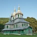 Миколаївська церква з пам'ятною каплицею (с.Виженка, Чернівецька обл.)