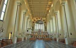 Костел Матері Божої Остробрамської. Загальний вигляд нави