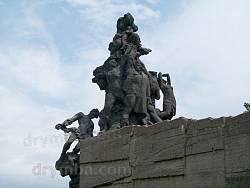 Пам'ятник у Бабиному Яру