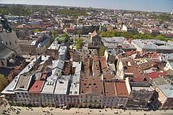 Львов. Западная сторона площади Рынок (дома 23-32). Вид с Ратуши
