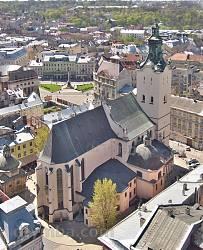 Латинський (Катедральний) костел у Львові. Вид з Ратуші