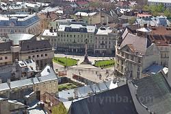 Памятник Адаму Мицкевичу во Львове. Вид с башни Ратуши
