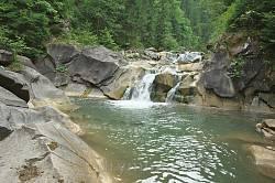 Водопад Бисков с бассейном