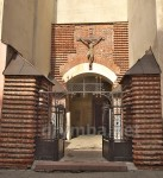 Головний вхід до собору