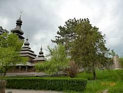 Музей народної архітектури і побуту Закарпаття. Вид на Шелестівську церкву