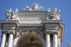 Одесская опера. Завершение портала со скульптурными группами
