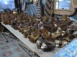 Продаж виробів народних майстрів